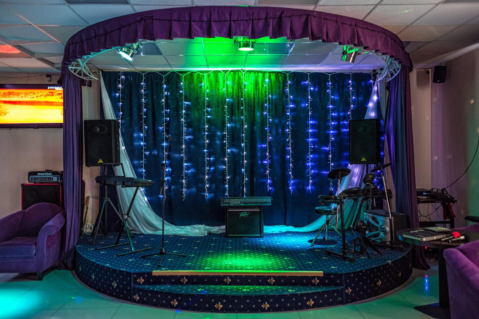 Новых Ватутинках, в НОВОЙ МОСКВЕ радушно встречает гостей шикарный банкетный зал на 60 - 120 чел